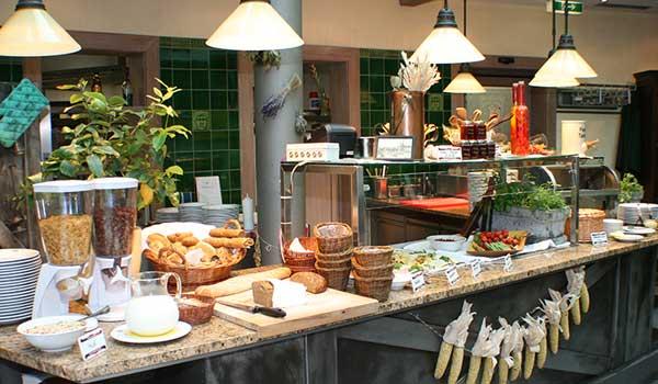 Frühstück an der Frauenkirche Dresden